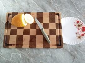 Торцевая разделочная доска с шахматным узором