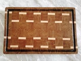 Торцевая разделочная доска с вставкам из клёна