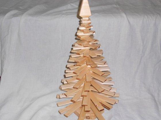 Елка из дерева